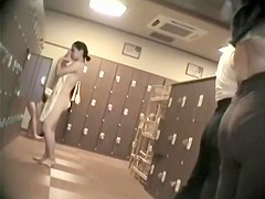 Girls in changing room stripping and getting dressed 421 su0289