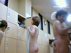 Bushy Asian pussy looking great between the smooth legs dvd 03263
