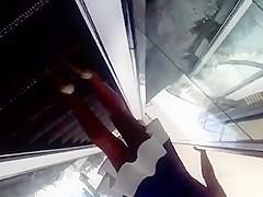 lindas piernas en las escaleras