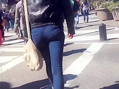 HIDDEN CAM YOUNG ADULT STREET YUMMY ASS IN JEANS