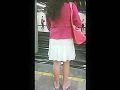 Upskirt metro mexico - vestido blanco