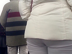 COAT COVERED BOOTY