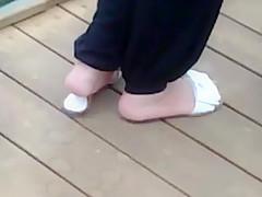 yummy feet hmmm