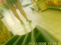 andere Stute beim Einkaufen heimlich gefilmt