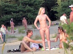Nude amateurs hot bodies on the hidden beach spy cam sb1