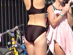 Black bikini beauty demonstrating her candid booty 06i