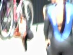 Young wave rider with her candid ass in tigt spandex costume 07f
