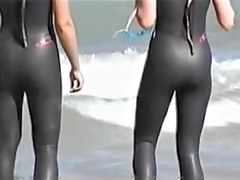 Hot wave riders shaking their candid spandex butts 07zy