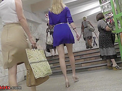 Upskirt vid of blonde milf's bubble-butt, made in mall