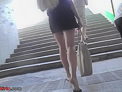 Bubble butt blonde with perfect butt in upskirt video