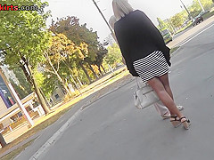 Thong of a sexy lady seen in free upskirt video