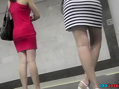 Tight g-string of a hottie seen in free upskirt video