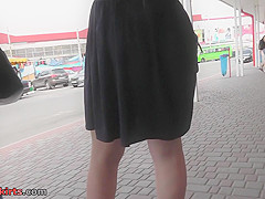 Tiny g-string of a sexy lady seen in free upskirt video