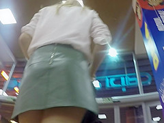 upskirt at supermarket of bubble ass beauty