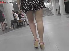 Upskirt video of brunette plumper's flabby ass