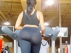 Big booty chick in black leggings