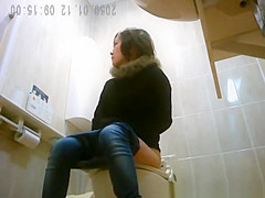 Japanese women caught in public toilet peeing