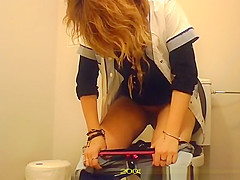 Chick spied in toilet peeing and cleaning pussy