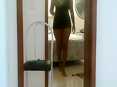 Exhibitionist ebony chick flashes electrician