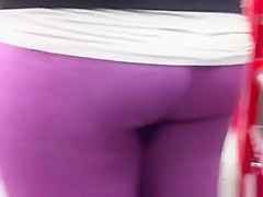 girl in pink leggings cameltoe