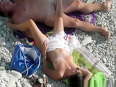 Man fingers wifes pussy inbeach