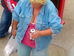 Mature big tit woman of great neck.