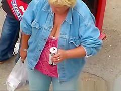 Mature big tit woman of great neck.