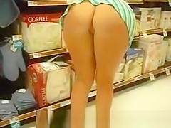 public flashing in grocery store
