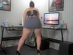 Chicks in glaases strips off and shakes booty