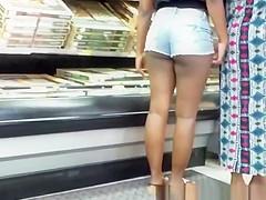Ebony girl with big booty in shorts