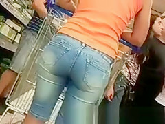 Neighbor hot ass in supermarket