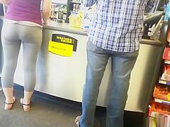 Nice booty on blonde chick wearing gray leggings