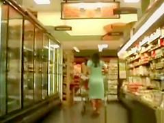 Upskirt in supermarket 2