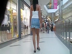 Upskirt on hot brunette in sthe stairs