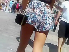 Teen in loose shorts upskirted