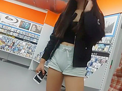Tiny girl with big cameltoe in shorts
