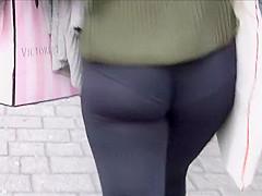 Perfect wiggle while she walks