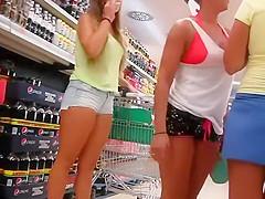 Sweet cameltoe in teen girl's shorts