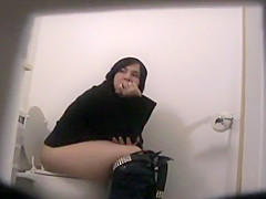 Mature woman caught while pissing
