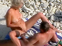 She tried to get her man horny on a beach