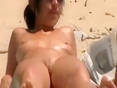 Voyeur spies a glimpse of her pussy