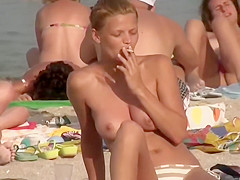 Filming some natural boobs at a beach
