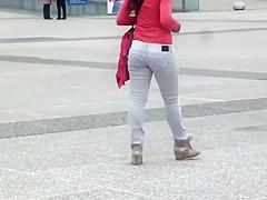 Asian tourist got a nice butt crack