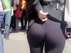 Hot girl yanks her tights up
