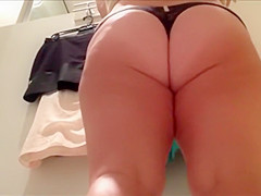 Chubby girl's ass peeped in a cabin