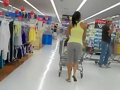 Shaky big ass followed in a supermarket