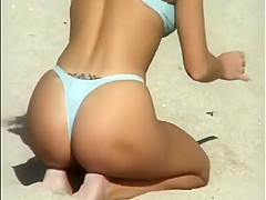 Hunting for sexy asses on a beach