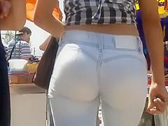 Walking right behind a hot ass