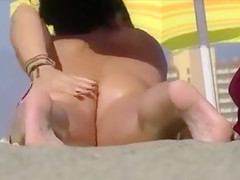 Secret Voyeur Camera Caught Nude Pussy at the Beach Oiling