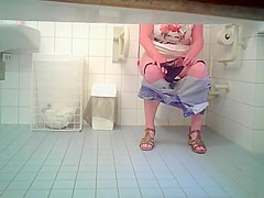 Curvaceous chickie drops down her pants in order to piss